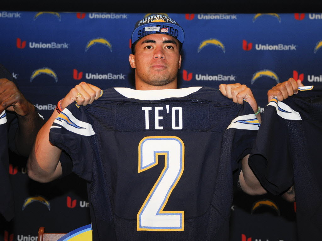 Early On Manti Te O Is Earning The Respect Of His Veteran